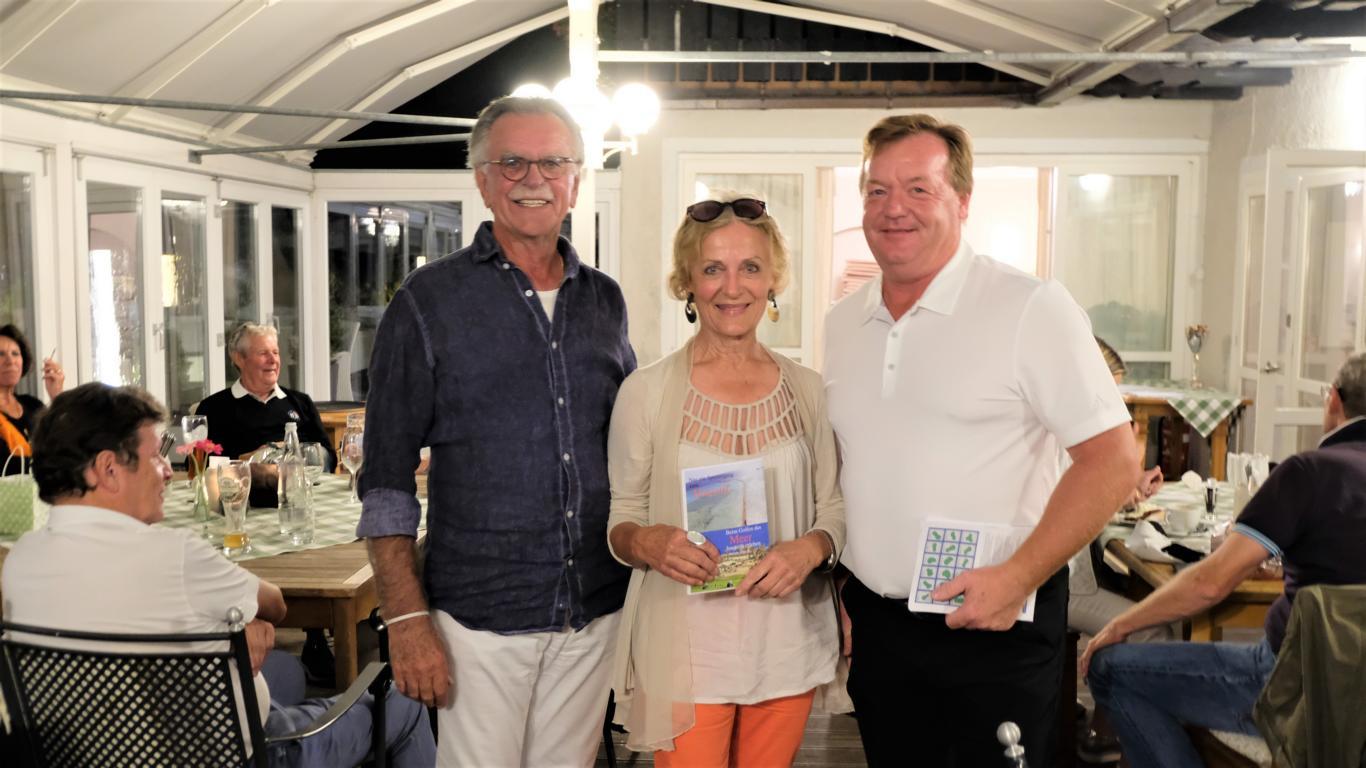 Soviele Glückwünsche. Ingrid Etzbach war im siebten Himmel. Rudi und Jürgen gratulierten ihr