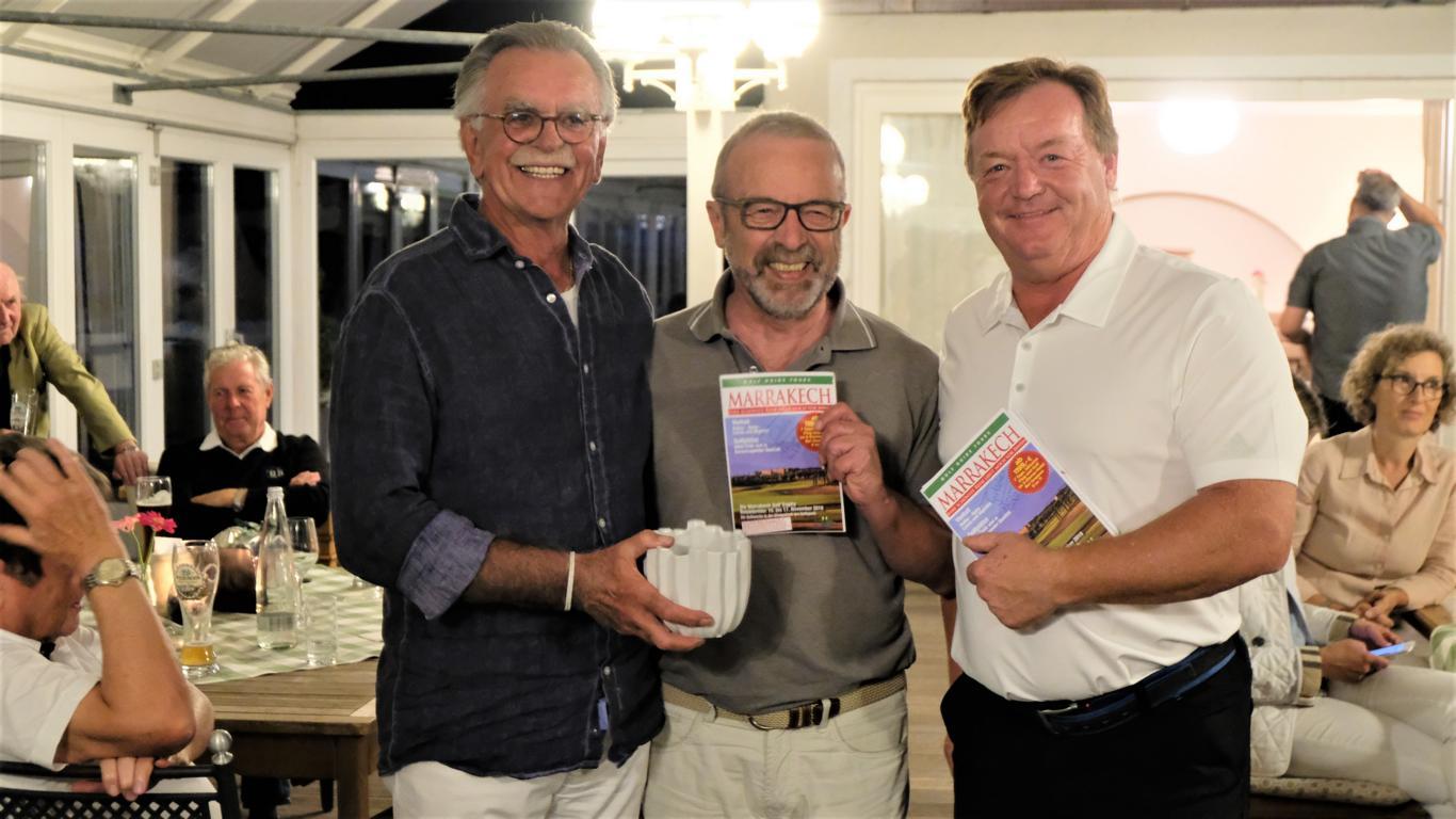 Wolfgang Herzog, glücklicher Gewinner einer Reise nach Marrakesch mit Rudi Schwarz(links) und dem Sponsor Jürgen Kanzler