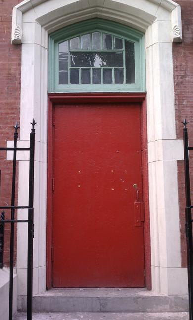 """Der New Yorker Künstler Jomar Statkun stellt sein Projekt """" this red door"""" bei uns vor, im Anschluss gibt es ein gemeinsames Pata Essen"""