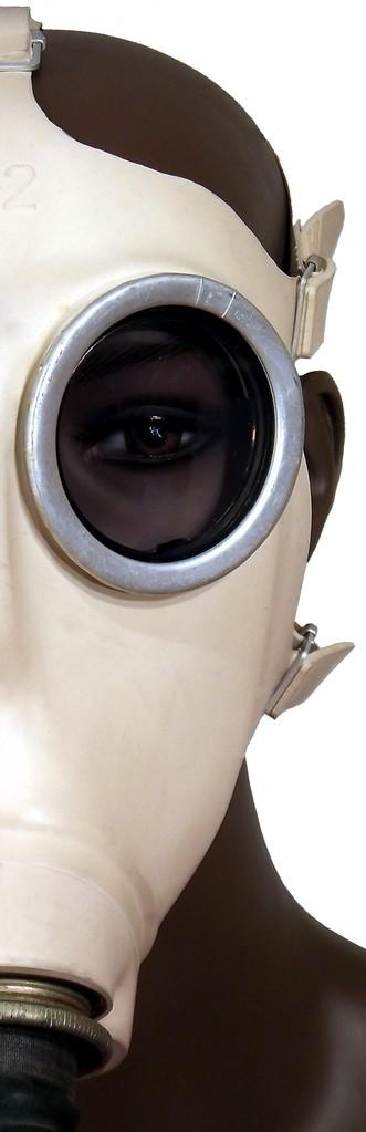 deutsche Gasmaske Z56 des Zivilschutzes mit Faltenschlauch