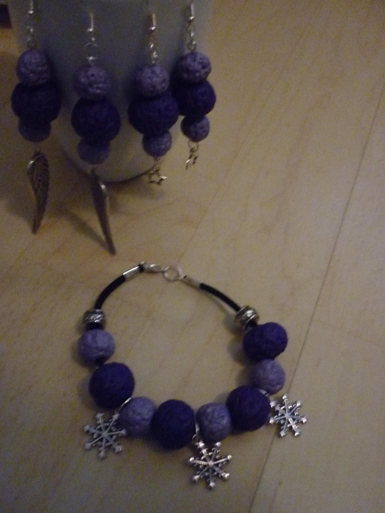 Armband  lila / violett  19.-  , Ohrenringe lila / violett je 15.-