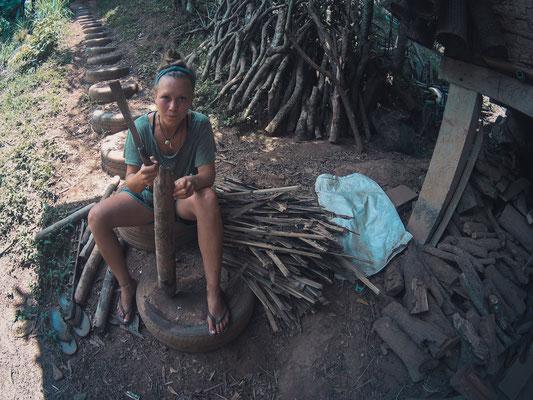 Feuerholz aus altem Bambus für den Feuerherd.