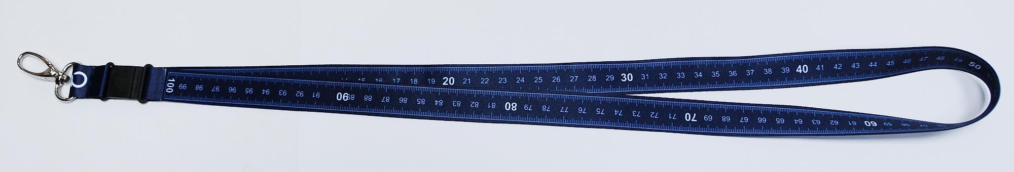 Schlüsselband mit Mehrwert - cm-Einteilung auf der Rückseite – ganz genau 1 Meter. Somit immer ein Maßband zur Hand.