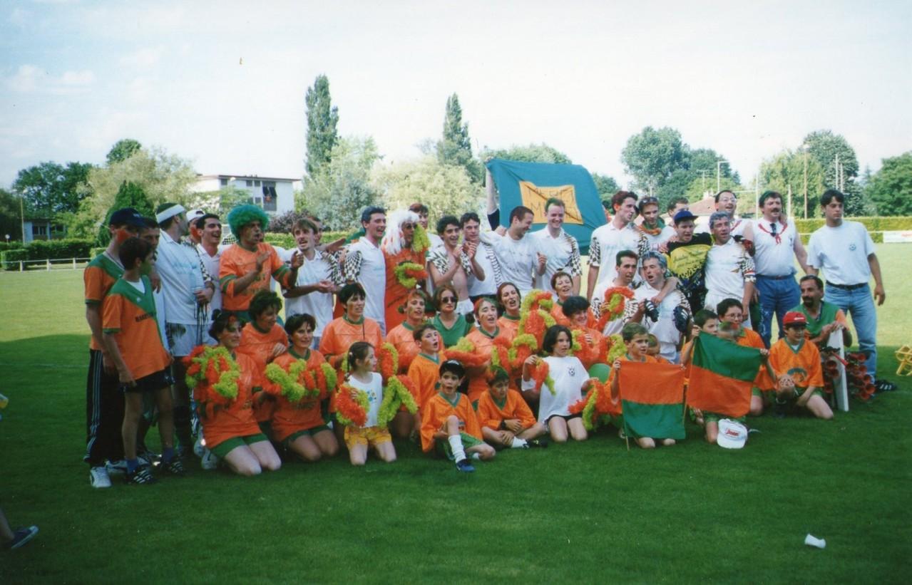 Saison 1998-1999 Montée en 1ère Division Finale du titre perdue à Morcenx contre Sabres