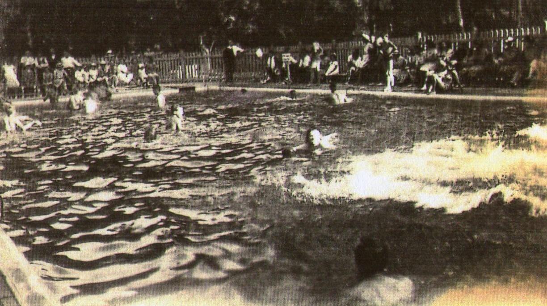 La piscine municipale de Saint-Perdon au quartier Bertheuil, années 40.