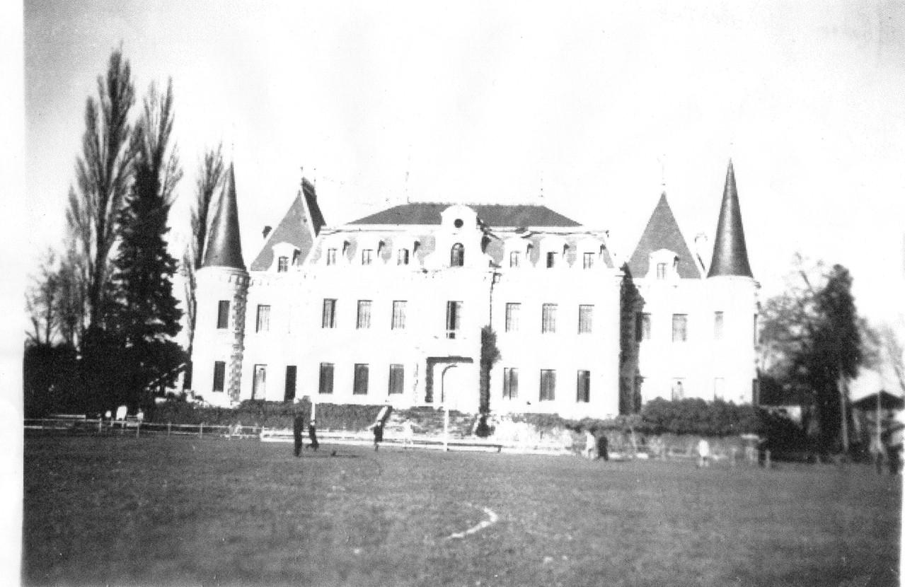Chateau de Bertheuil, années 40.