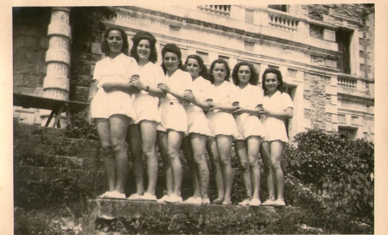 L'équipe féminine de l'USB vainqueur du challenge Pierre St-Jean, 1949.