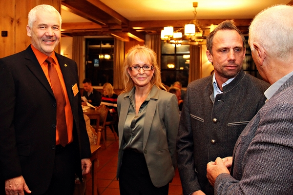 Iris Besemer, Hallbergmoos mit Staatsminister für Umwelt und Verbraucherschutz Thorsten Glauber