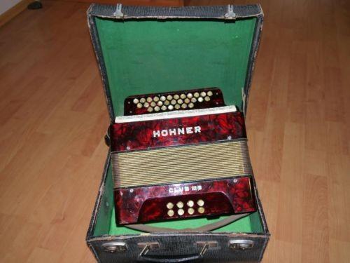 Beispiel-Bild für das Hohner-Akkordeon aus dem Sofakasten