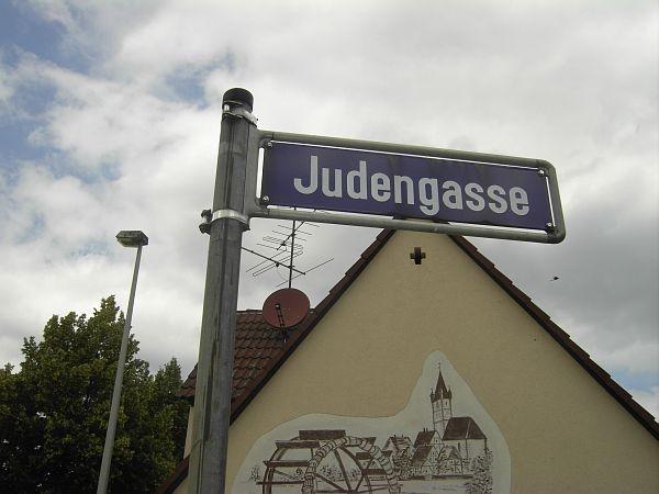 """Die Straßenbezeichnung """"Judengasse"""" ist erst 1948 entstanden, weil dort die neue Synagoge stand."""