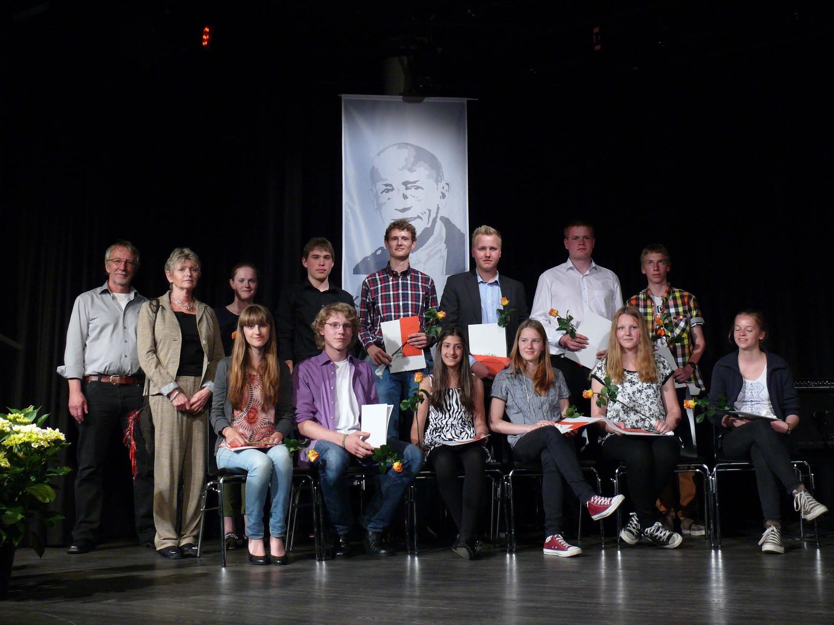 Die KEL-Preisträger 2014; links im Bild Preis-Organisator Hartmut Hoppe, daneben Juliane Ketcher-Levy. (Foto: Proske)