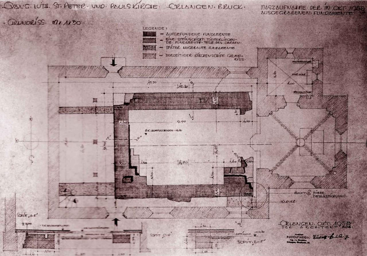 Bei der Kirchenrenovierung 1958 untersuchte man den Boden im Kircheninneren archäologisch. Hier die Zeichnung des festgestellten Fundaments der kleinen romanischen Vorgängerkirche. Typisch für frühe Kirchen: leicht aus der West-Ost-Achse verschoben.