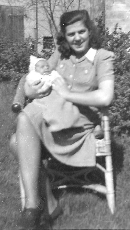 Mutter und Kind ( 4 Wochen alt)