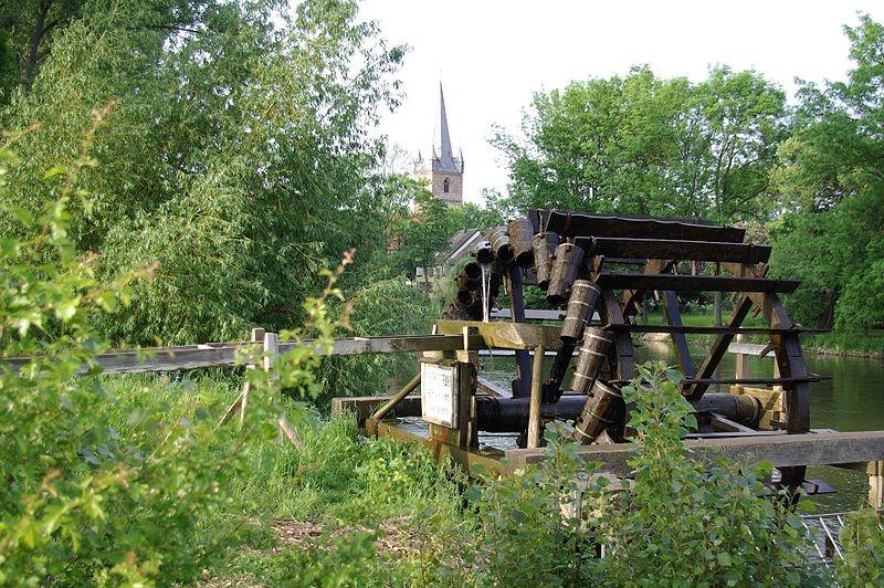In meiner Kindheit gab es entlang der Regnitz noch drei Schöpfräder. Hier das einzig erhaltene (Museums-)Exemplar am südlichen Ortsrand.