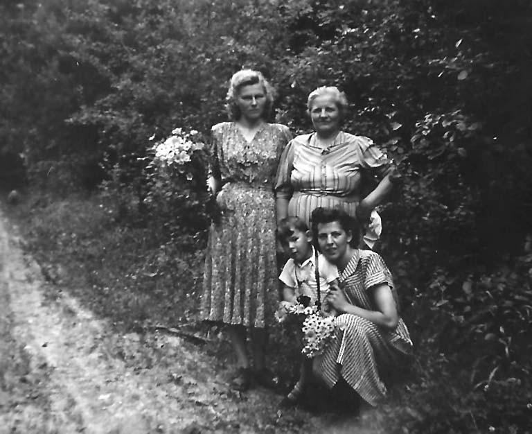 """Auf einem Fränkische-Schweiz-Ausflug mit unserer Wohnungsnachbarin """"Tante Else"""" und deren Mutter"""