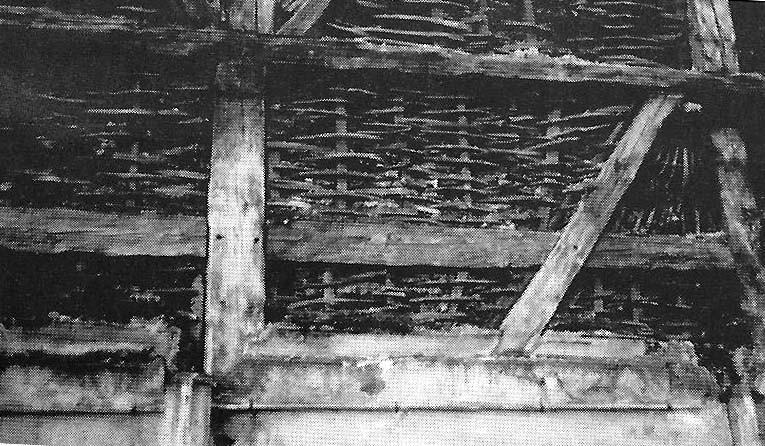 Mittelalterliche Scheunen-Ausfachung mit Ruten-Flechtwerk. Darauf kam eine Lehm-Putzschicht.