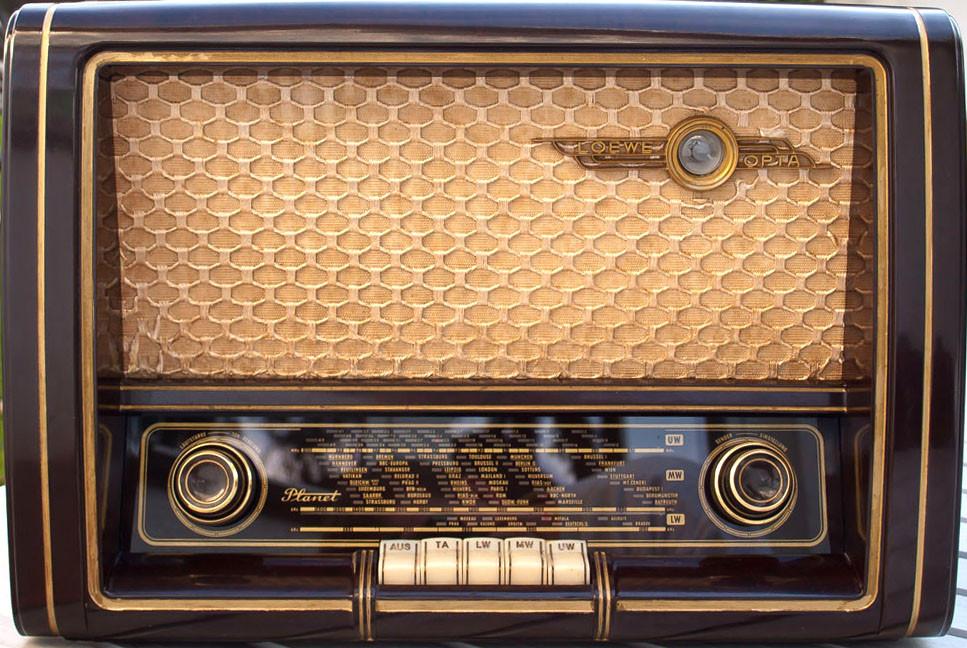 """Unser Radio; rechts oben das """"magische Auge"""""""