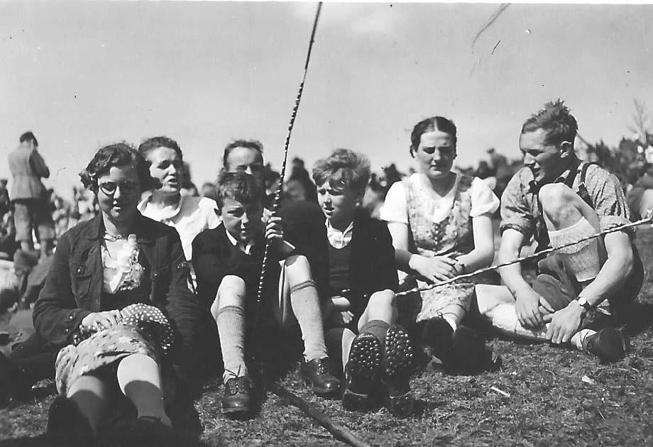 Hans beim Maiausflug zum Walberla mit Freund und Eltern