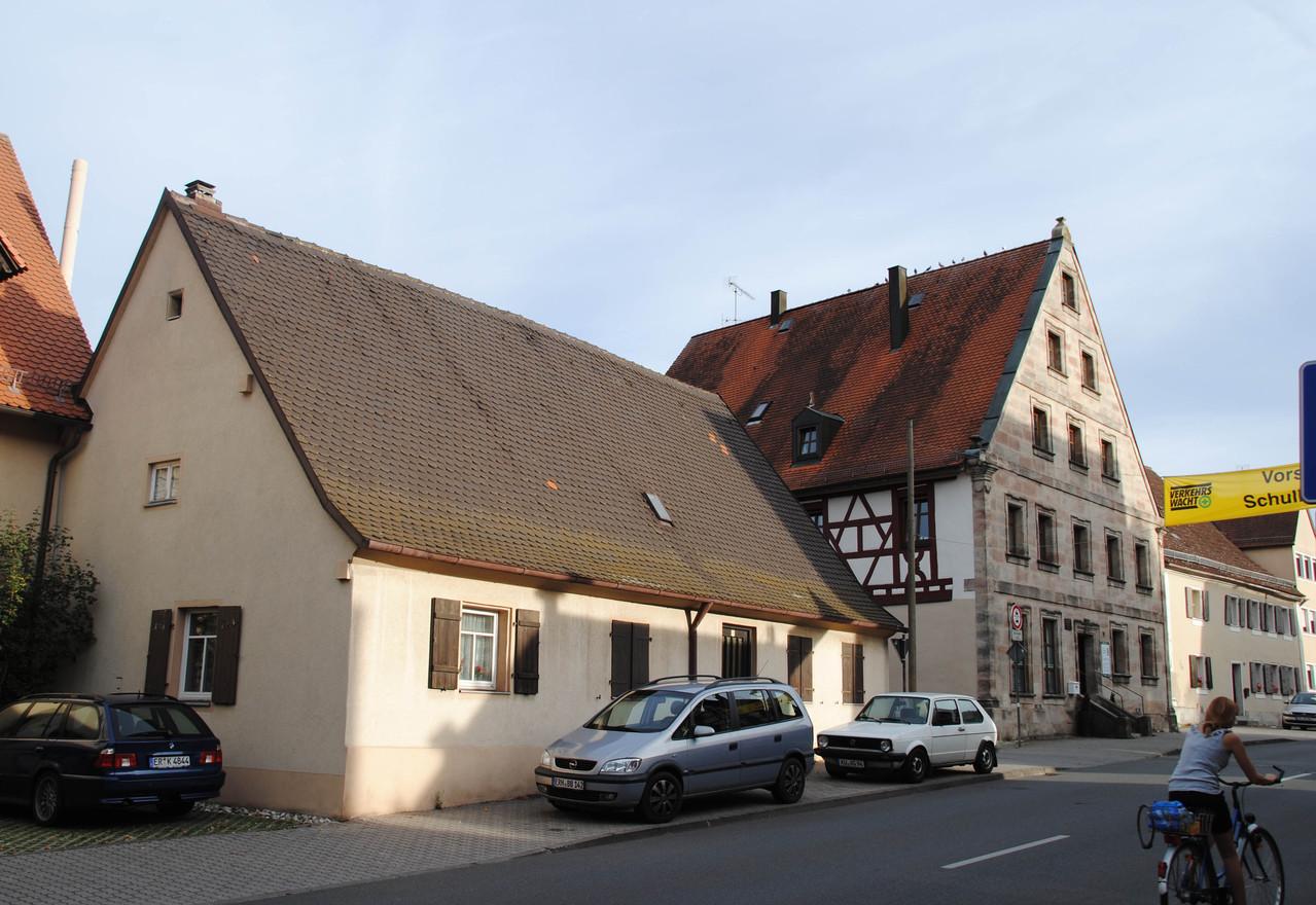 Häuschen und Nachbarhaus heute