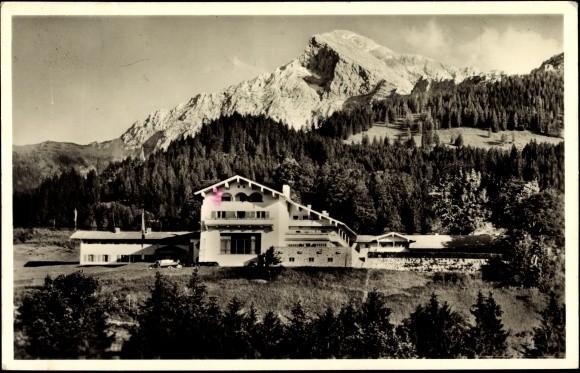 Hitlers Berghof am Obersalzberg auf einer zeitgeschichtlichen Postkarte...
