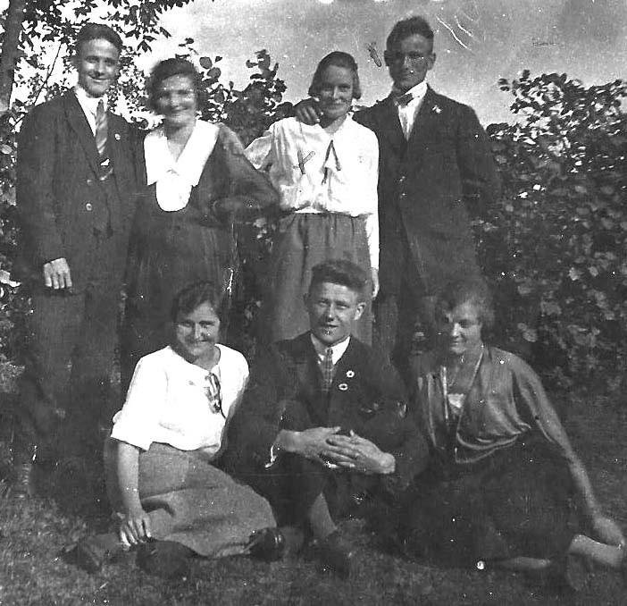 Fritz Stübiger und Margarete Steiner (stehendes rechtes Paar): die Eltern meines Vaters in den 1920er Jahren...