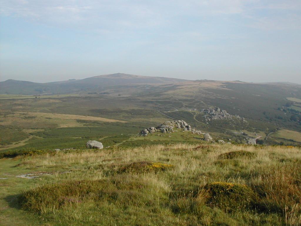 Blick in den heutigen Dartmoor-Nationalpark; zum Teil Übungs-und Schießplatz der britischen Armee (Wikipedia)