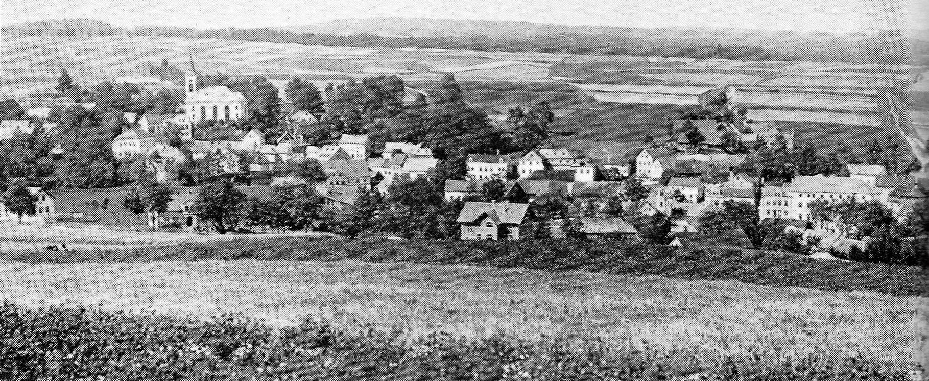 Westteil des Orts Fleißen im Egerland mit der 1834 erbauten Evangelischen Kirche