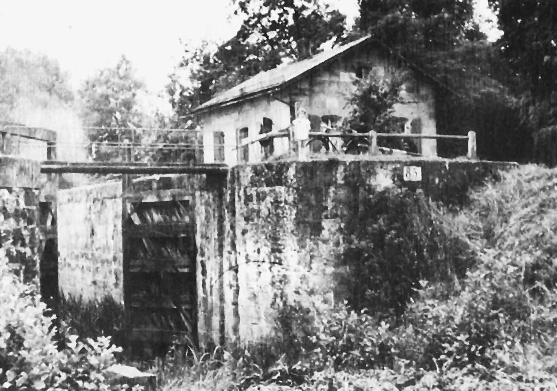 Die Brucker Schleuse und das damals noch bewohnte Schleusenwärterhaus