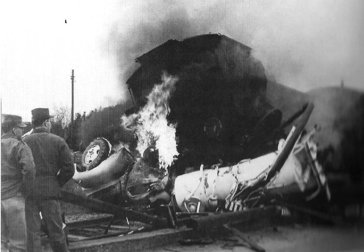 Der Unfall mit dem (noch brennenden) US-Müllfahrzeug.