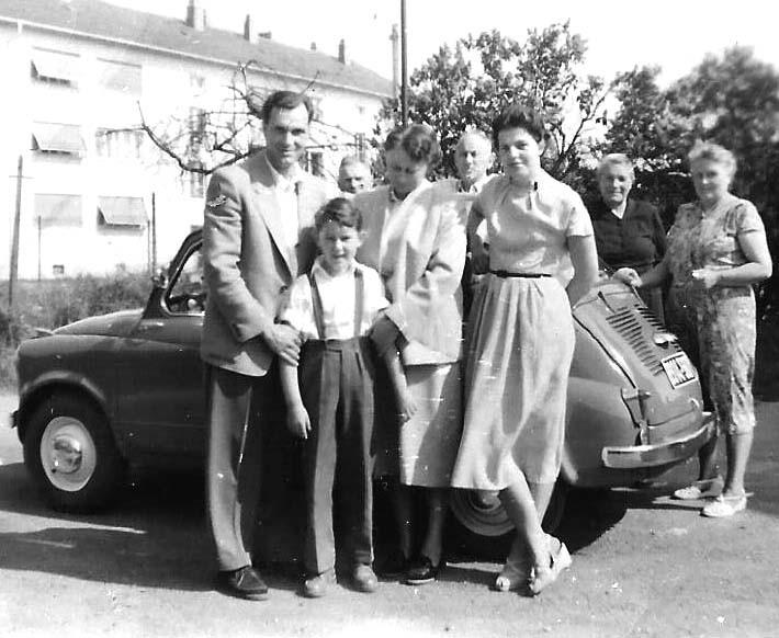 Schieners mit NSU-Fiat 600 und Eltern zu Besuch bei meinen Großeltern in Erlangen