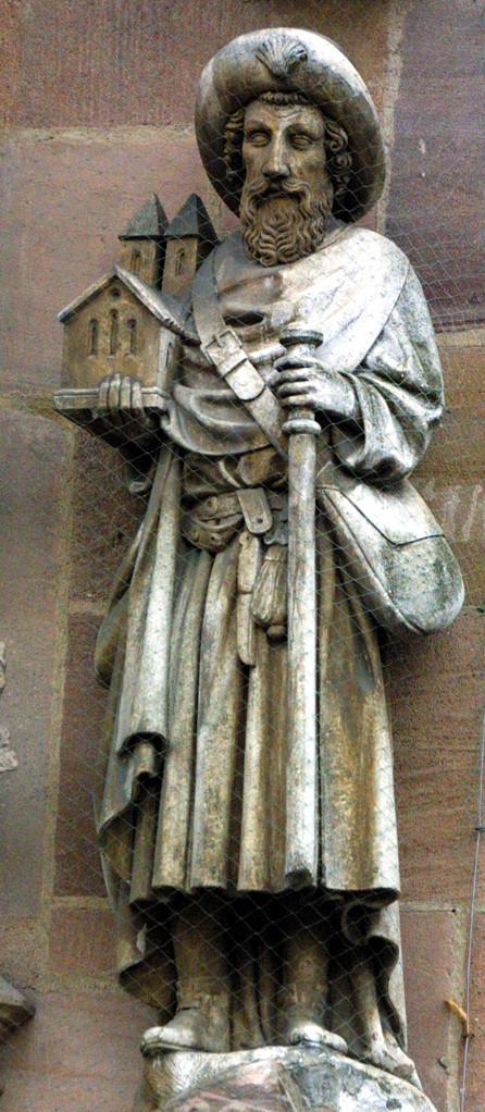 Sankt Sebald als Pilger mit dem Kirchenmodell am Hochzeitsportal der Sebalder Kirche in Nürnberg