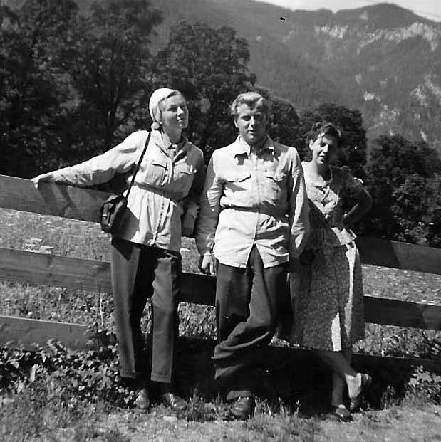 Betty während eines Urlaubs bei Berchtesgaden mit ihrer Arbeitskollegin Else und deren Mann Helmut