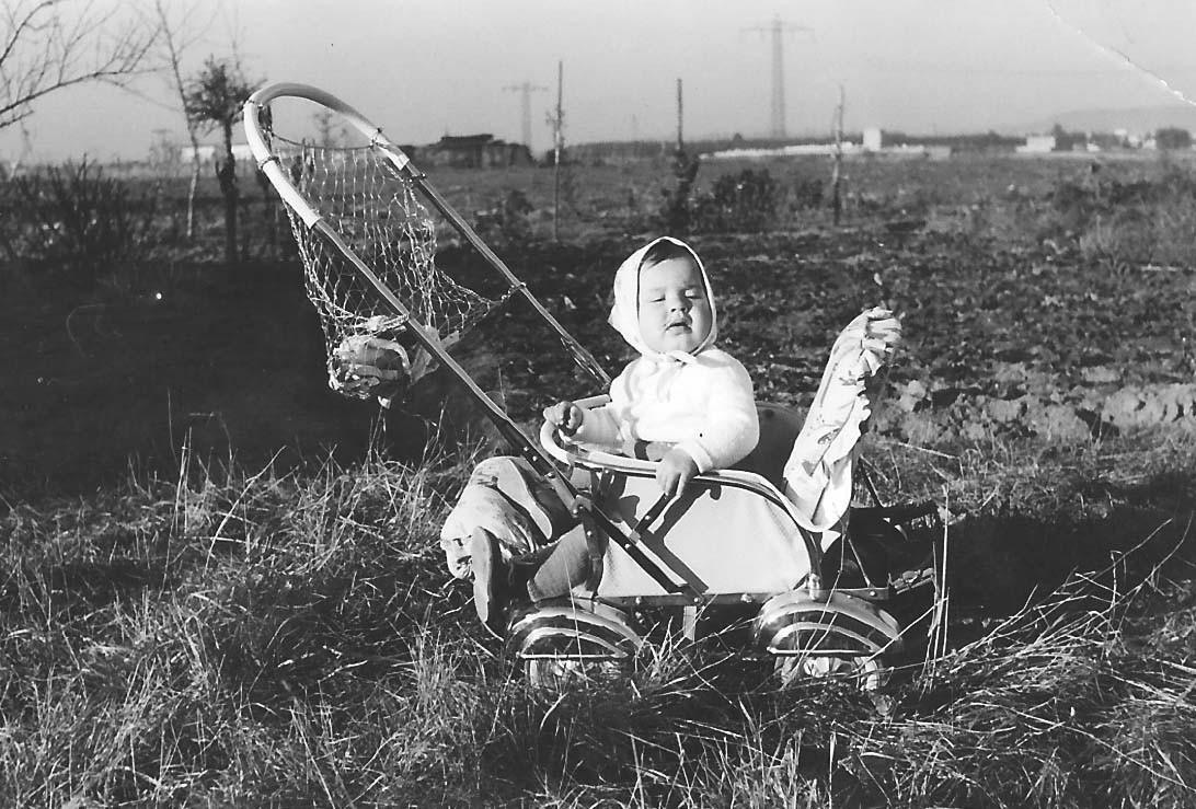 Ingrid im Frühjahr 1960. Freier Blick nach Erlangen im Norden