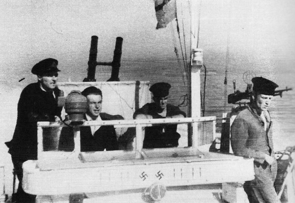 Torpedoboot-Brücke mit Symbolzeichen für gefahrene Einsätze und versenkte E-Boote