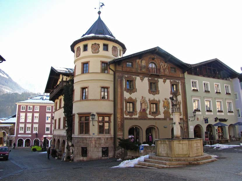 Berchtesgadener Marktplatz mit barockem Löwenbrunnen (Wikipedia Commons)