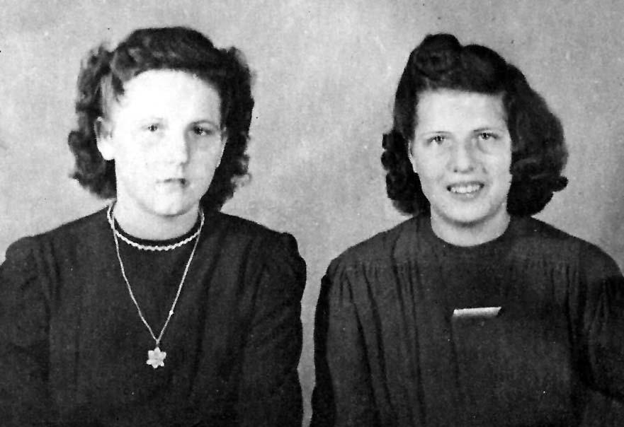 Betty im Alter von etwa 16/17 Jahren mit ihrer Schwester