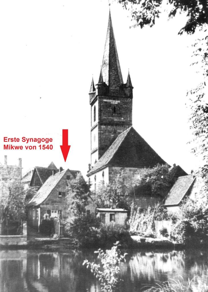 An dieser Stelle befand sich der Herrensitz, aus dem um 1600 die erste Brucker Synagoge wurde.
