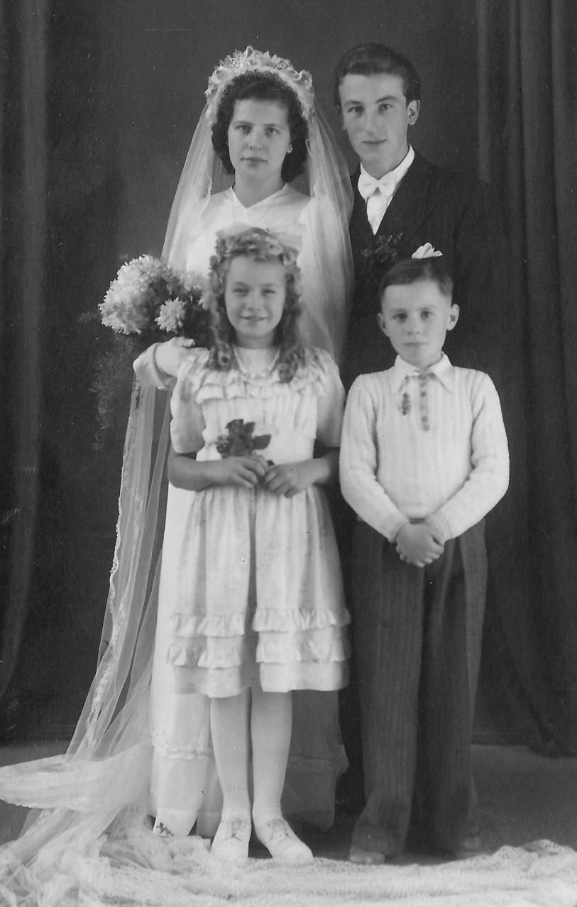 Hochzeitsbild Hans und Betty mit Brautkindern