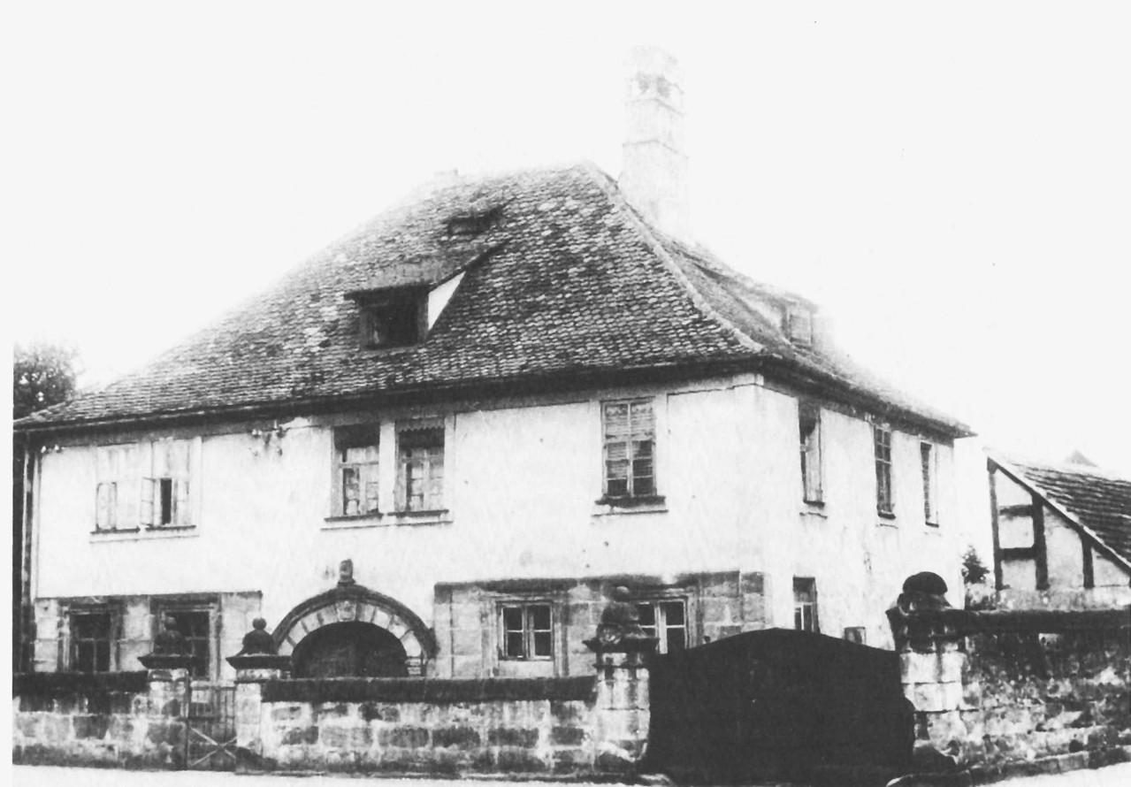 Das Schlösschen um 1950: 1678 als Herrensitz von Christian von Mayersbach erbaut, um 1722 verändert. Ab 1760 Eigentum der Tabakfabrikanten Gechter.