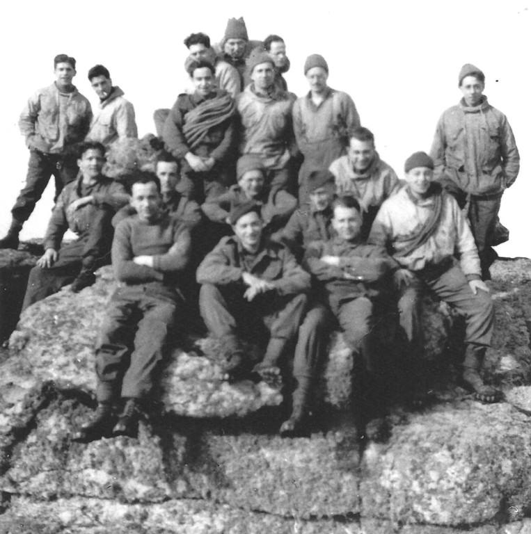 1944 Wrexham, Wales: Karl Ernst mit Kameraden des 3 troop (Fotografieren war verboten!)