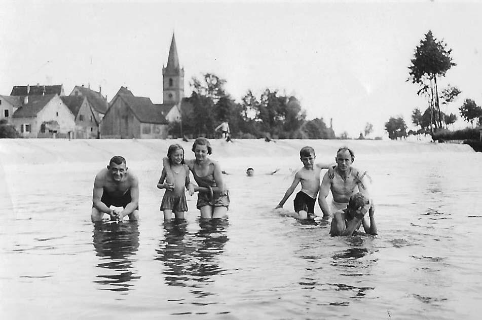 Kaum Wasser unterhalb des Wehrs: Beleg für einen langen heißen Sommer (etwa 1934)
