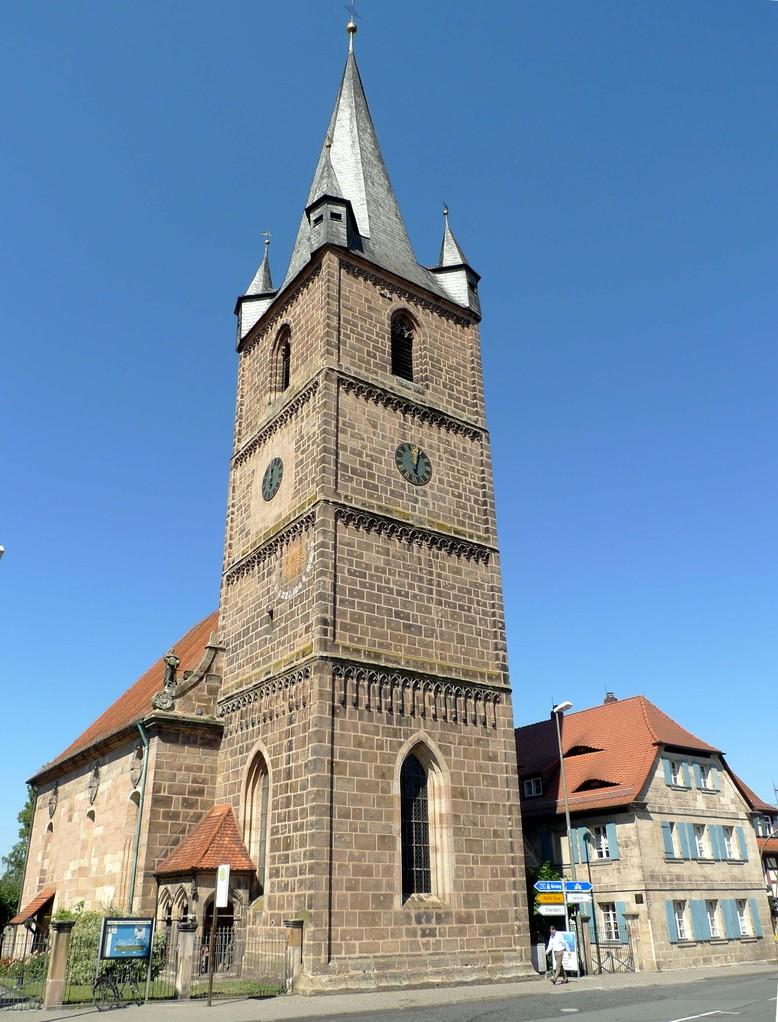 Die Brucker Kirche Sankt Peter und Paul: um 1400 über den Fundamenten eines romanischen Steinkirchleins erbaut.