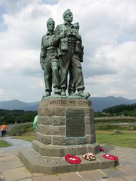Zur Erinnerung: Commando-Denkmal an der Spean-Brücke. Im Hintergrund der Ben Nevis
