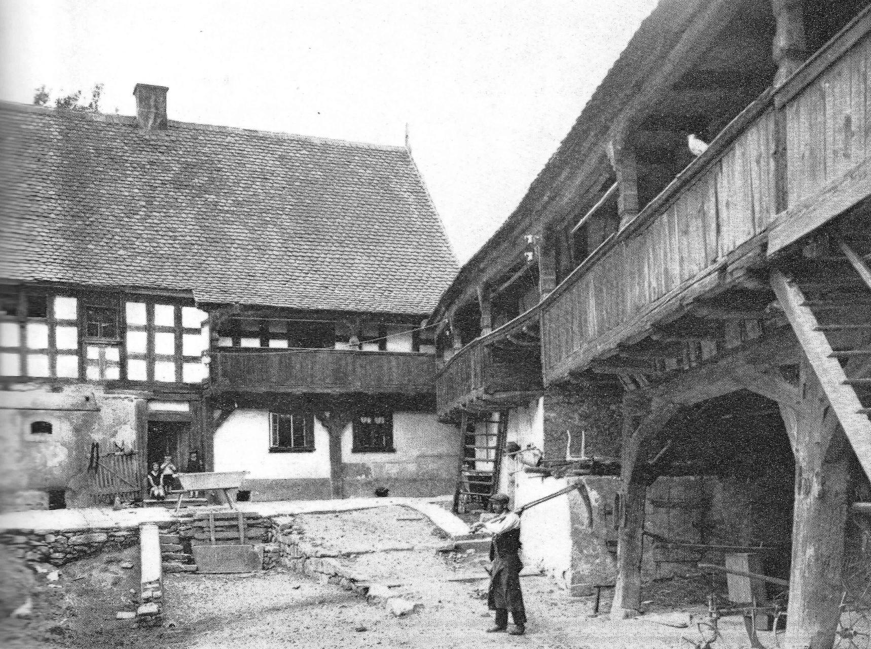 """So ähnlich könnte der """"Moritzenhof"""" in Fleißen ausgesehen haben, als er übernommen wurde."""