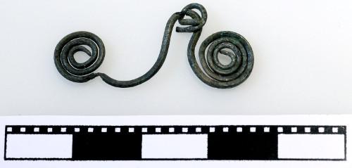 Auseinander gezogener Brillen-Spiralanhänger aus Bronze (ca. 1400 v. Chr.)