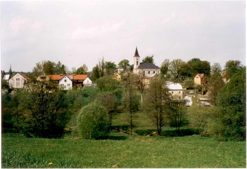 Nordwestansicht mit Kirche (Foto: A. Schirnjack)