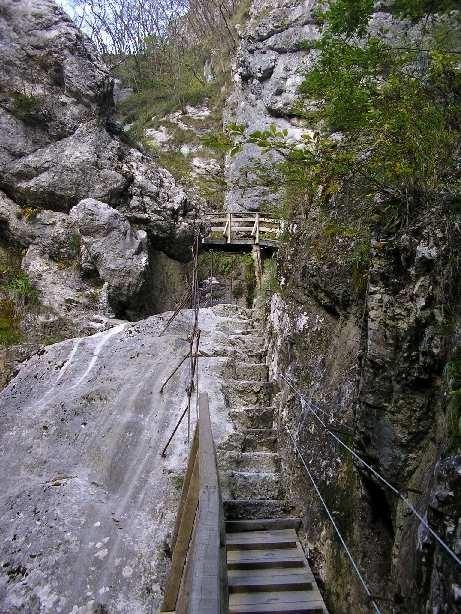 Zugang durch die Felsschlucht heute
