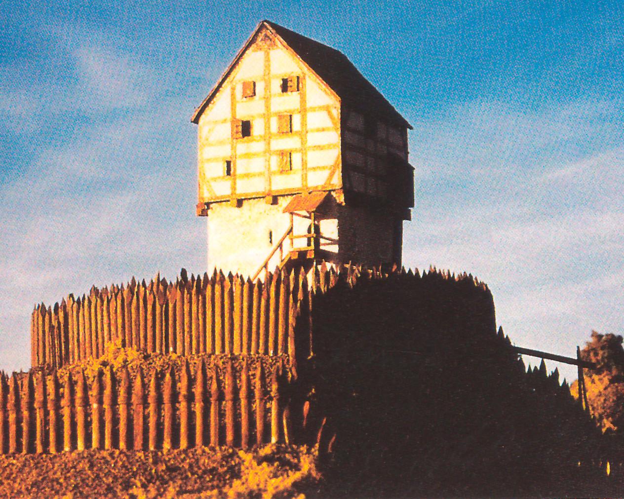 Modell einer so genannten Turmhügelburg mit Wohnturm in Stein- und Fachwerkkonstruktion