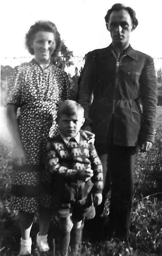 Die Schafraneks in Marktredwitz: Lotte (geborene Stübiger), ihr Mann Heinz und der ältere Sohn Harald