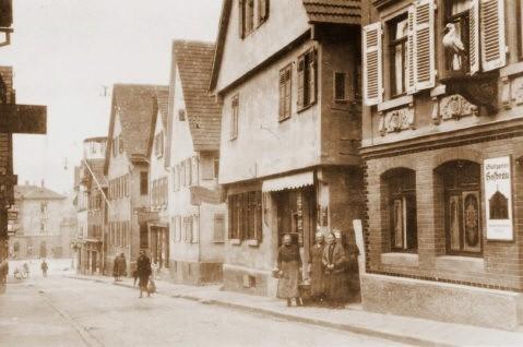 Die Schulstraße in Untertürkheim. 1936 in Widdersteinstraße umbenannt.
